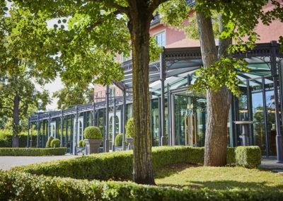 Allee-Hotel-Galerie-Aussen-1180