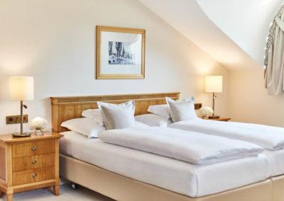 Allee-Hotel-Galerie-Zimmer-250